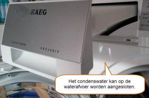 AEG T76389NAH condenswaterbakje op de waterafvoer aansluiten